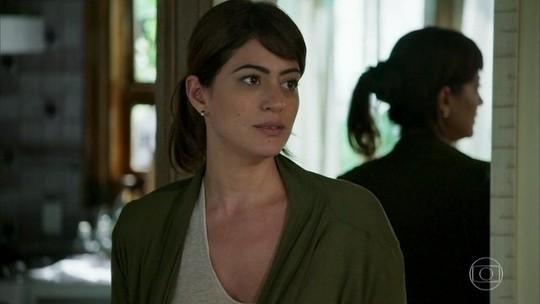 Helena se humilha e se declara para Elias: 'Nunca vou te esquecer'