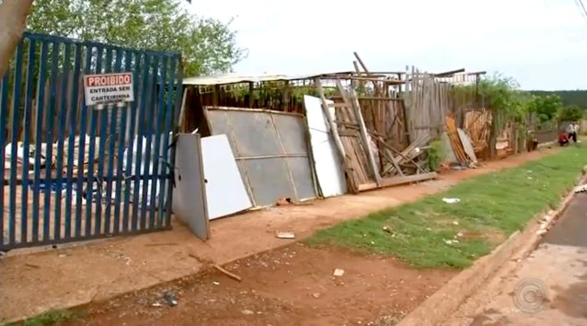 Justiça manda prefeitura desocupar áreas públicas invadidas em Pederneiras - G1