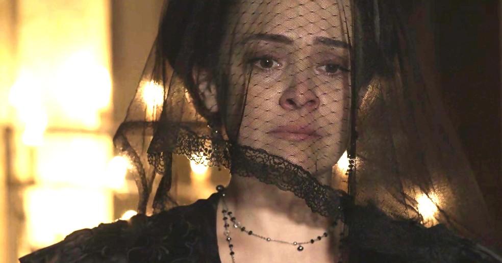 Julieta se confessa com o padre sobre o que fez com Camilo e Jane (Foto: TV Globo)