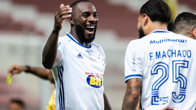 Manoel comemora gol pelo Cruzeiro