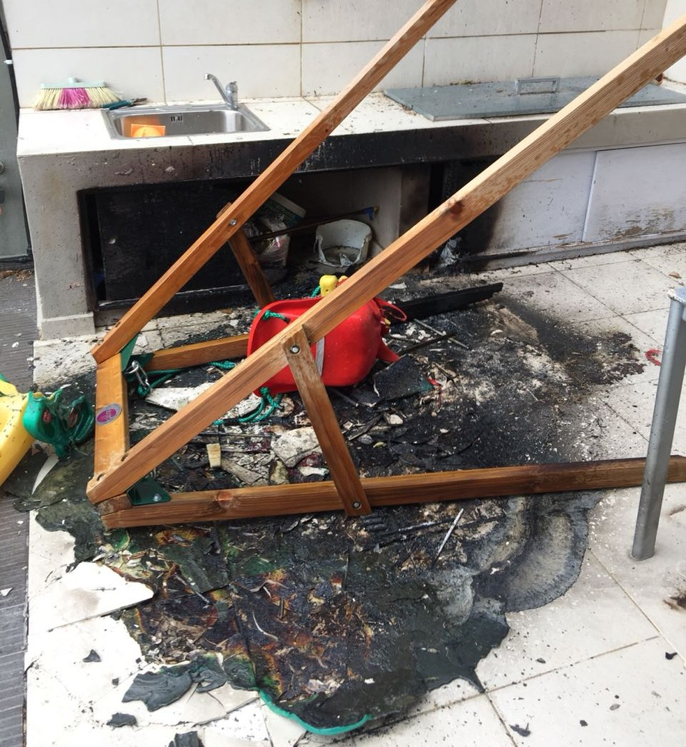Casa da brasileira Tuca Oliveira é danificada após incêndio em Rafina, na Grécia (Foto: Andreas Stefanakis)