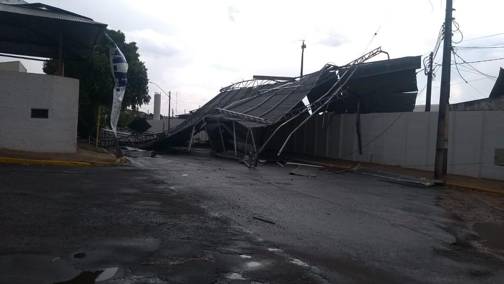 Vendaval causou estragos em Adamantina nesta terça-feira (5) — Foto: Joaquim José dos Santos/Cedida
