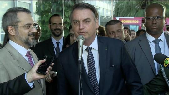 'Vira a página e segue o destino', diz Bolsonaro sobre polêmica entre Carlos e Mourão