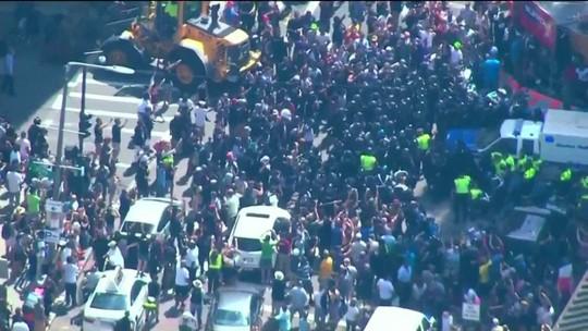 Manifestantes contrários ao discurso de ódio fazem ato de extrema-direita acabar cedo