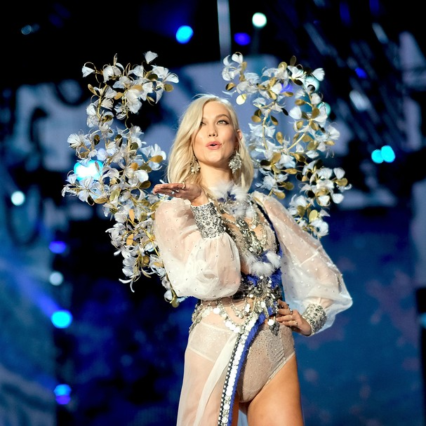Karlie Kloss no Victoria's Secret Fashion Show 2017 (Foto: Getty Images)