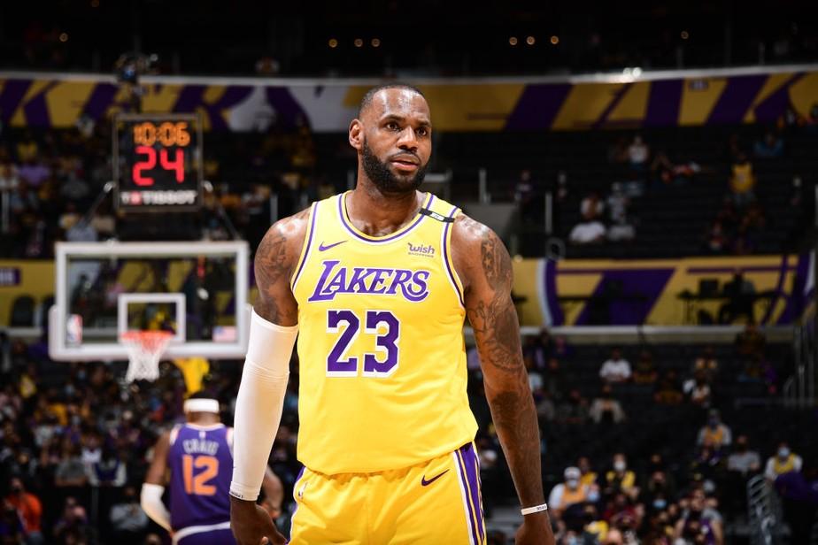 LeBron James escolhe novo número para a próxima temporada