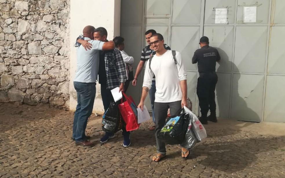 Velejadores brasileiros foram libertados após ficaram 18 meses presos em Cabo Verde. — Foto: Alex Coelho