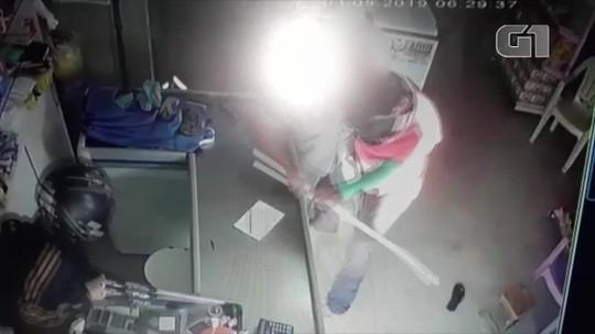 Comerciante reage a assalto com pedaço de pau no interior do RN; veja vídeo