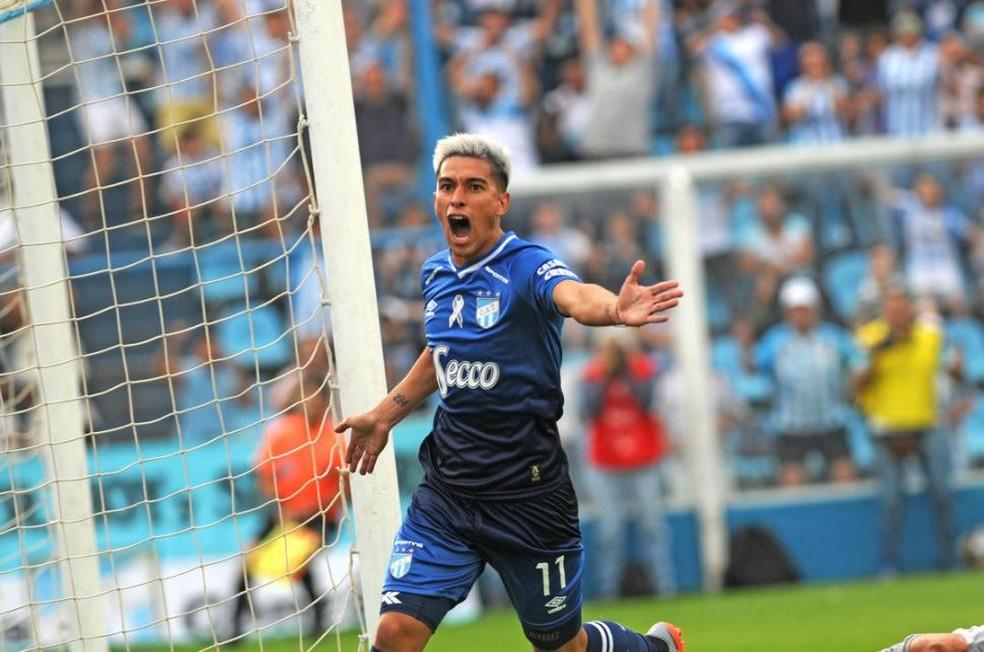 Favio Álvarez foi sondado pelo Santos; nova tentativa por um camisa 10 (Foto: La Gaceta)
