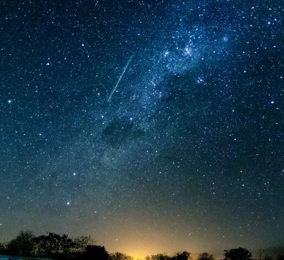 Chuva de meteoros poderá ser vista no céu do RN na madrugada de sexta (7); saiba como observar