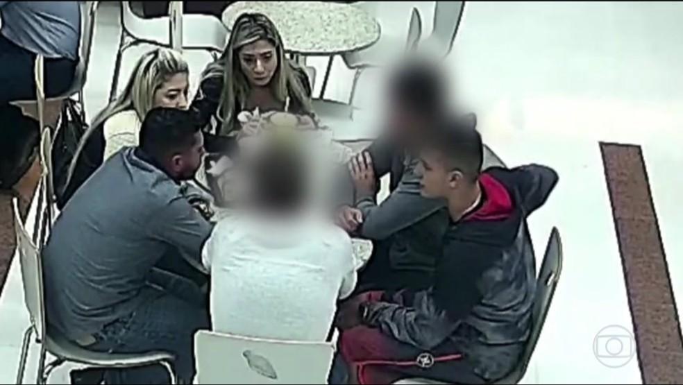 Segundo a polícia, Edison Brittes chamou pessoas que estavam na festa para uma conversa em um shopping — Foto: Reprodução/RPC
