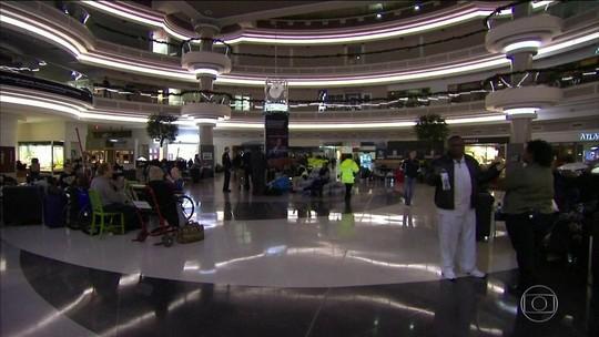 Aeroporto de Atlanta tem mais de mil voos cancelados após ficar sem luz