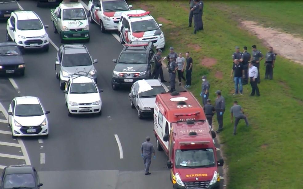 Atirador se matou no próprio carro em via de Campinas (Foto: EPTV)