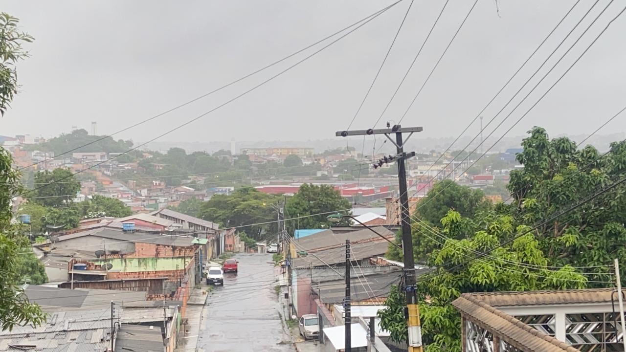 Manaus deve ter tempo nublado com chuva neste domingo (29), prevê Sipam