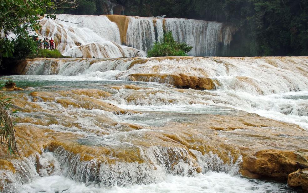 As cascatas de Água Azul estão entre as principais atrações naturais dos turistas que vão a Chiapas (Foto: Dezalb/Creative Commons)