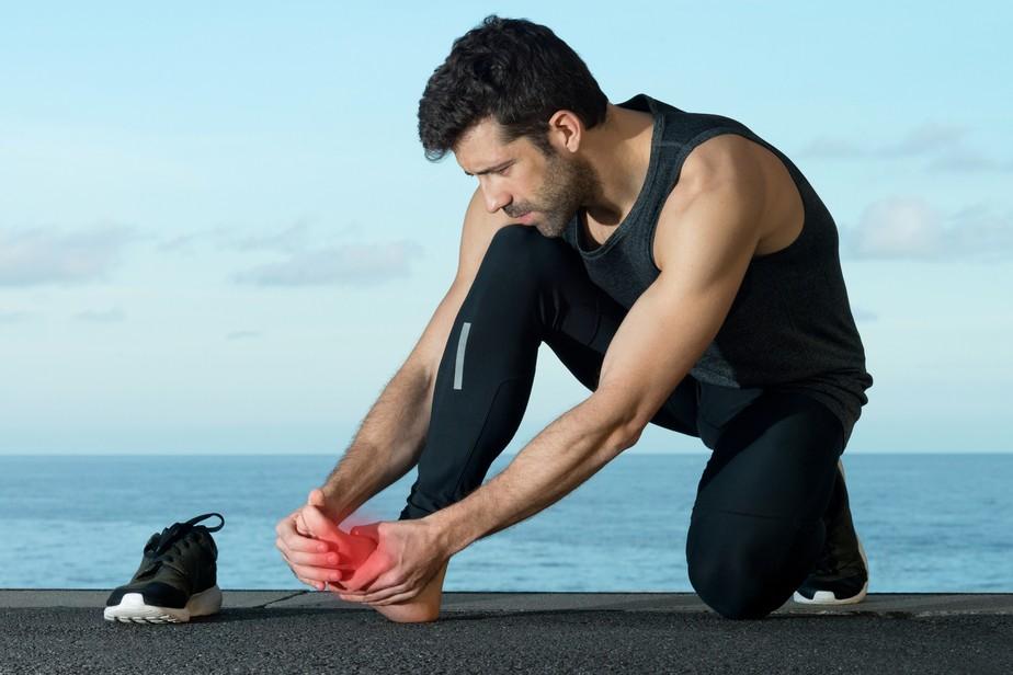 Fascite plantar? Veja três dicas que ajudam na recuperação da dor aguda na sola do pé