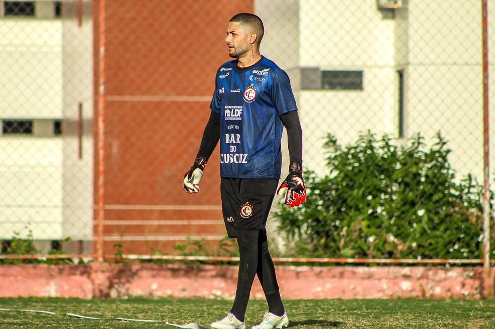 Camilo foi integrado ao elenco e iniciou os treinos. O goleiro deve assumir a titularidade na partida contra o ABC — Foto: Samy Oliveira / Campinense