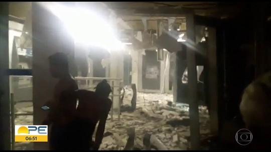 Criminosos explodem caixas eletrônicos de banco em Carpina, na Zona da Mata de PE