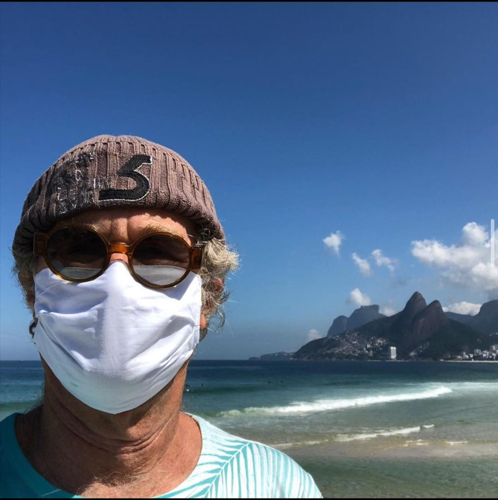 Alfredo Sirkis usou máscara em visita ao Arpoador, na Zona Sul do Rio: 'No Arpoador em tempo de Covid-19' — Foto: Reprodução/Redes sociais