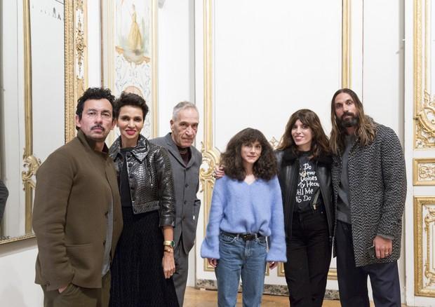 Júri do Festival de Hyères de 2018: Haider Ackermann, Farida Khekfa, Farid Chenoune, Vanessa Schindler, Lou Doillon e Ben Gorham (Foto: Emile Kirsch/Divulgação)