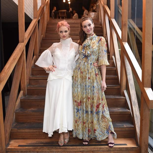 Laura Neiva e Camila Queiroz (Foto: Lu Prezia)
