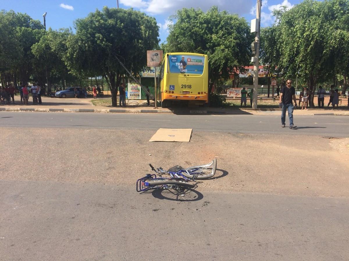 Mulher morre atropelada por ônibus em avenida na zona Oeste de Boa Vista