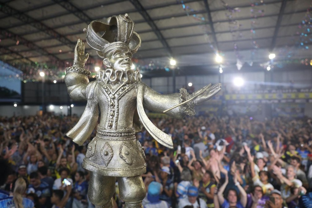 Comemoração do título na Águia de Ouro — Foto: Celso Tavares/G1
