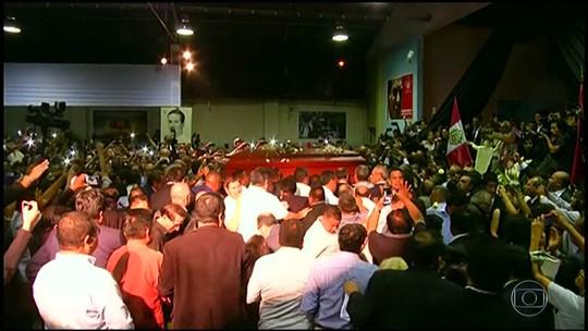 Milhares de pessoas vão a velório do ex-presidente do Peru, Alan Garcia