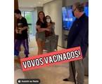 Filhos de Marcos Mion reencontram avós após um ano   Reprodução