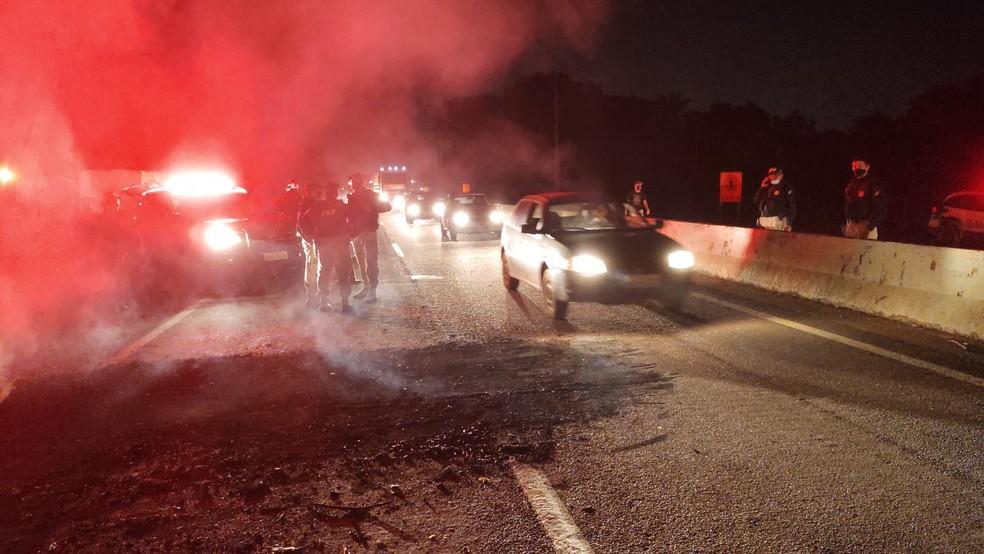 PRF esteve no local onde estavam os manifestantes na BR-364.  — Foto: Ruan Gabriel/Rede Amazônica