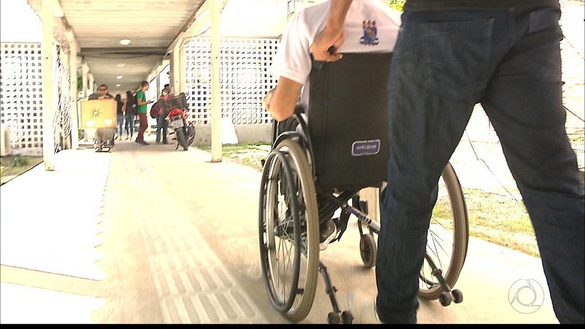 Cadeirante quebra nariz após cair em rampa na UFPB: 'amava o meu rosto'