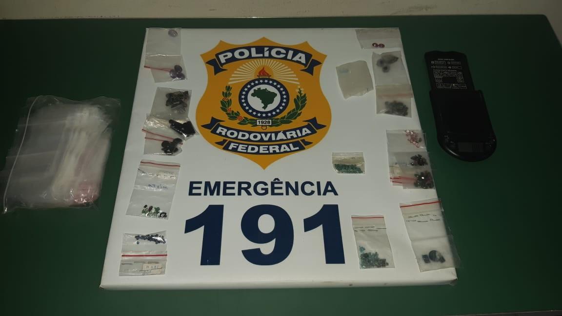 Homem é preso com 345 quilates de pedras preciosas sem comprovação de origem, na PB - Notícias - Plantão Diário