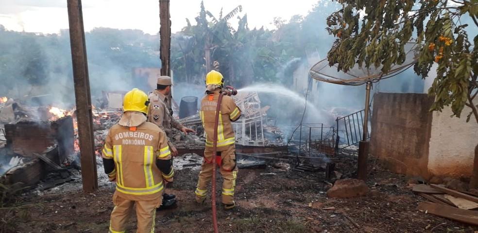 Ainda não há informações sobre as causas do incêndio — Foto: Conesul Acontece/Reprodução