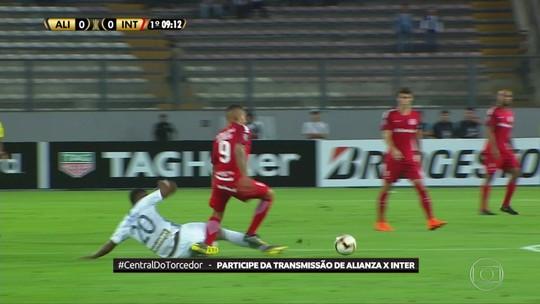 Guerrero torce tornozelo e deixa jogo contra o Alianza Lima no intervalo