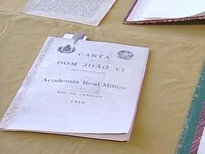 Biblioteca da Academia Militar reúne mais de 300 mil volumes (Foto: Reprodução/TV Rio Sul)