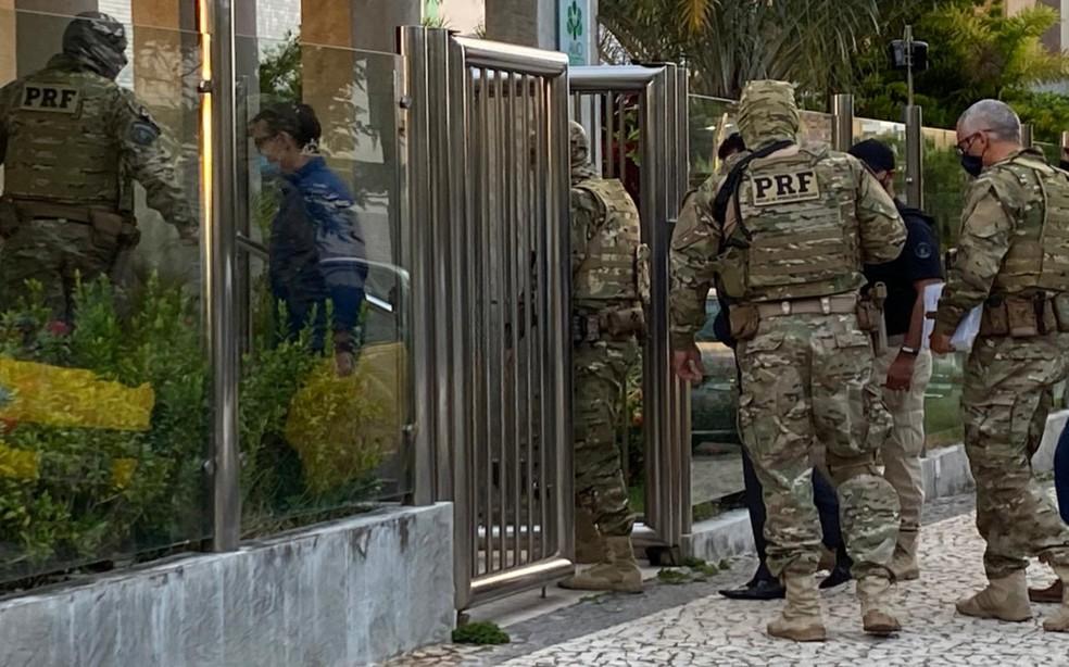 Operação foi deflagrada na sede de empresas e na casa dos investigados, em Salvador e Lauro de Freitas — Foto: Divulgação/MPBA