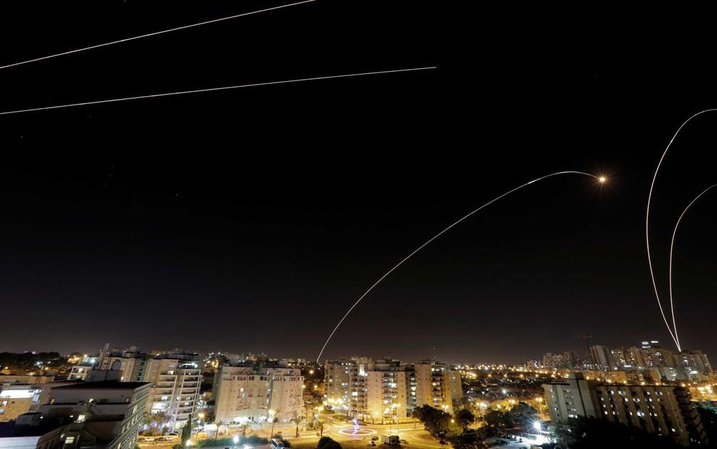 Foguete antimíssil na cidade israelense de Ashkelon — Foto: Amir Cohen / Reuuters