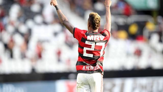 Bruno Henrique comemora