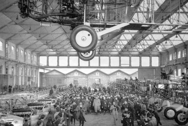 Fábrica Caproni  em Milão, construída em 1915 e abandonada em 1950 (Foto: Ricardo Bofill Taller De Arquitectura/ Phaidon/ Reprodução)