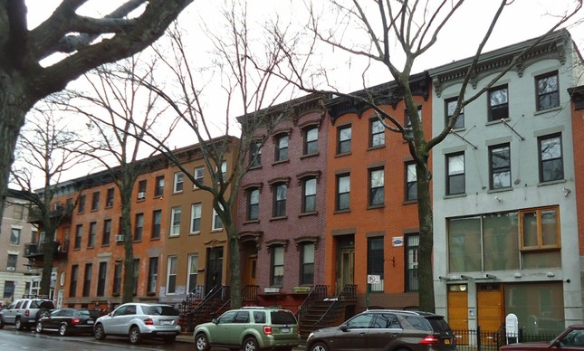 Imóveis típicos do bairro Fort Greene, próximo à Fulton Street