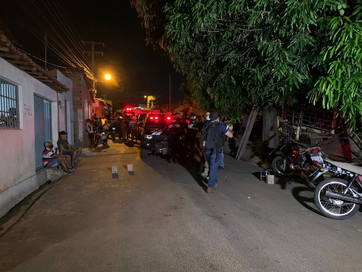 Homem é morto com vários tiros próximo a campo de futebol na Zona Sul de Teresina