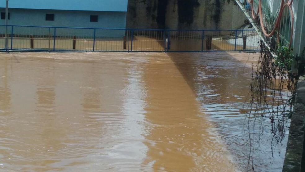 Rio Paraitinga transborda e deixa São Luiz em estado de alerta (Foto: Antônio Augusto/Arquivo pessoal)