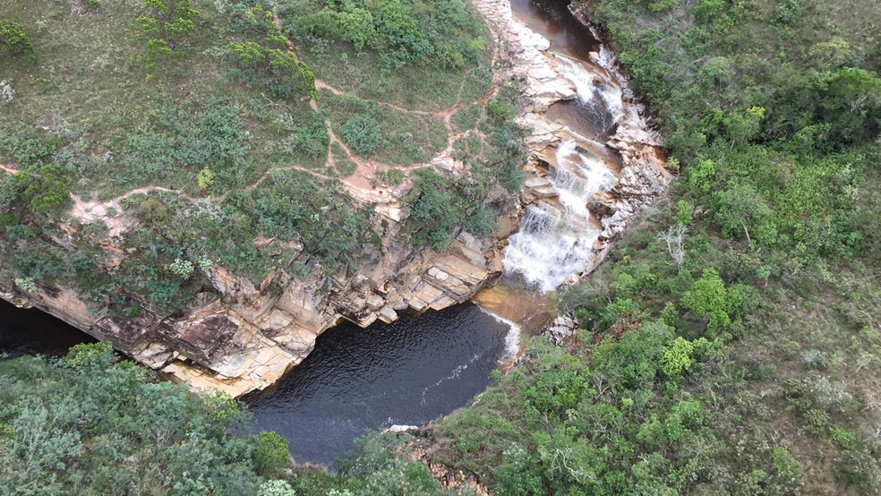 Buscas são feitas após cabeça d'água atingir cachoeira em Capitólio; duas jovens foram encontradas mortas — Foto: Corpo de Bombeiros/Divulgação