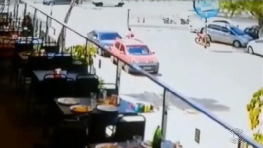 Pai e filho são presos suspeitos de ferir mototaxista, após briga por causa de vaga em estacionamento na PB