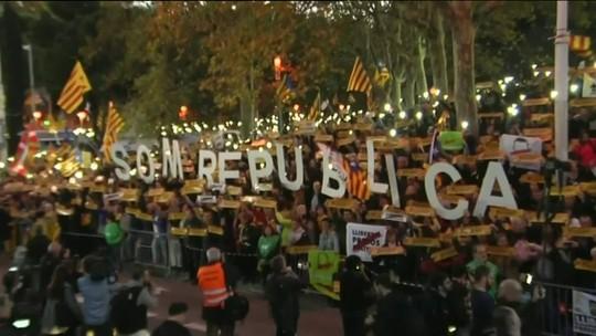 Protesto reúne milhares em Barcelona pela libertação de separatistas