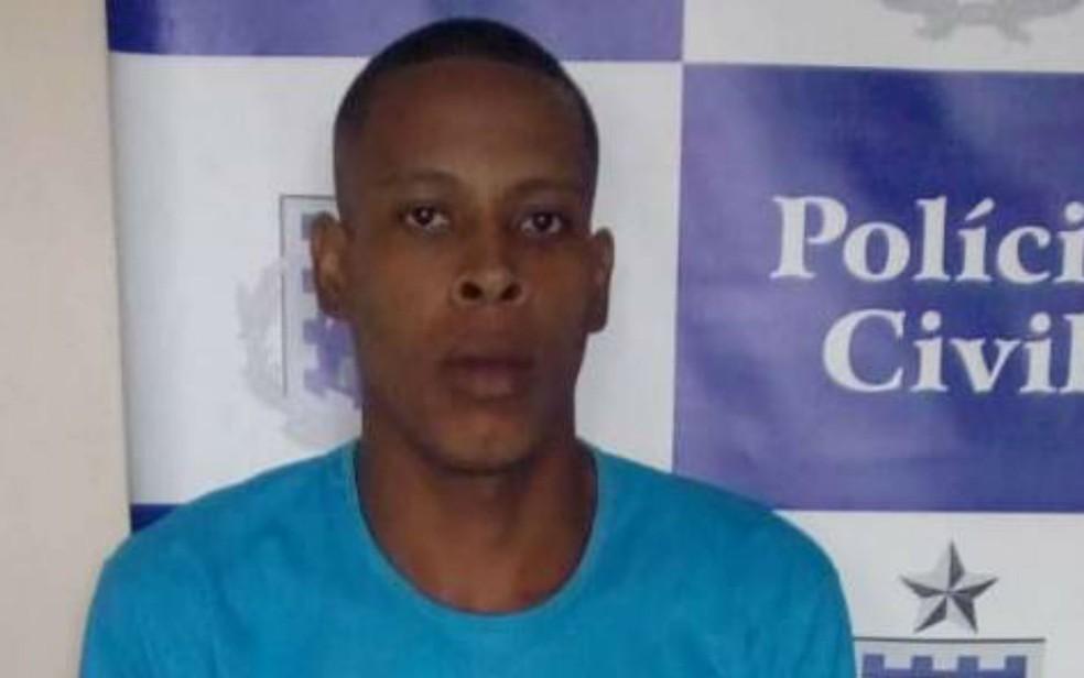 Suspeito foi preso após atear fogo na casa da ex-companheira (Foto: Divulgação/Polícia Civil)
