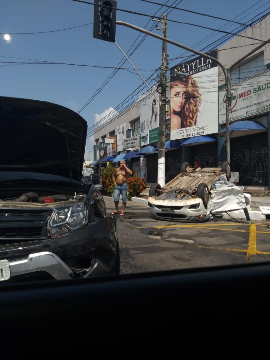 Carro capota em acidente em cruzamento da tv. Castelo Branco - Notícias - Plantão Diário