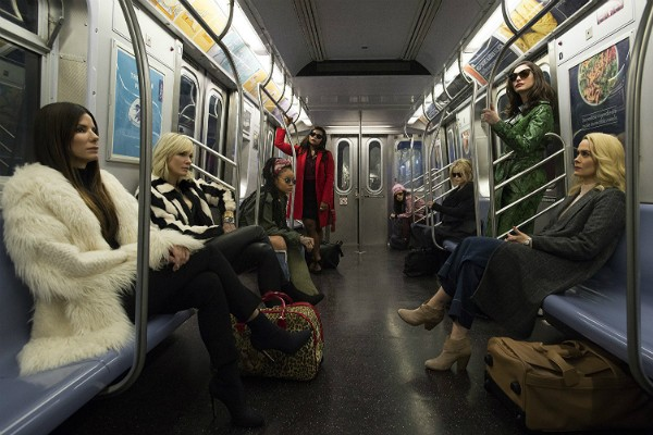 Sandra Bullock, Helena Bonham Carter, Cate Blanchett, Anne Hathaway, Sarah Paulson, Mindy Kaling, Rihanna, Awkwafina em Oito Mulheres e um Segredo (Foto: Divulgação)