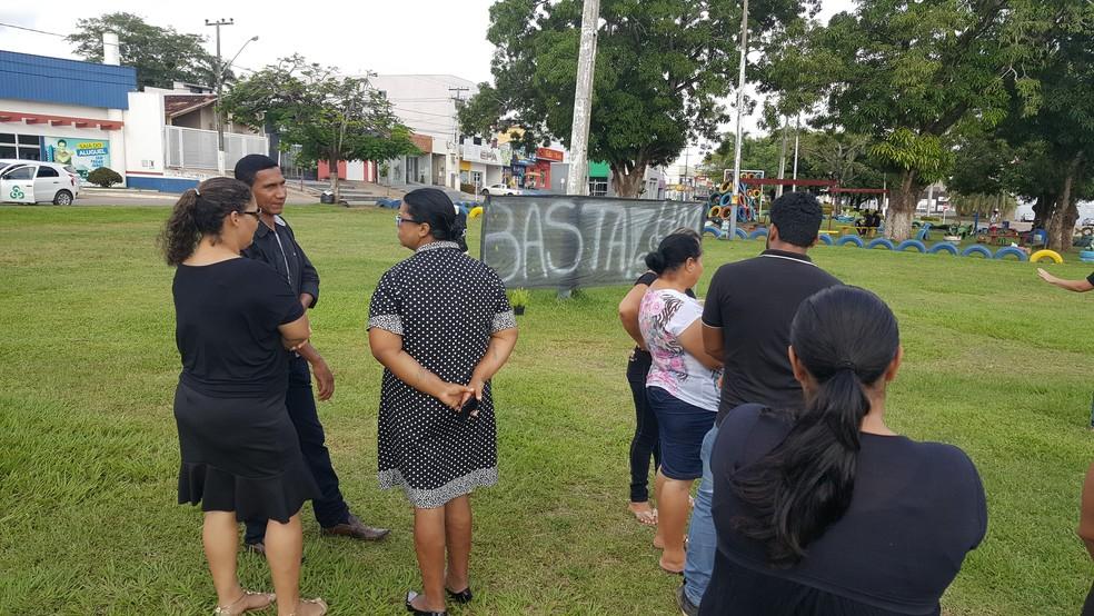 Parte dos manifestantes no local do protesto  (Foto: Pâmela Fernandes/G1)
