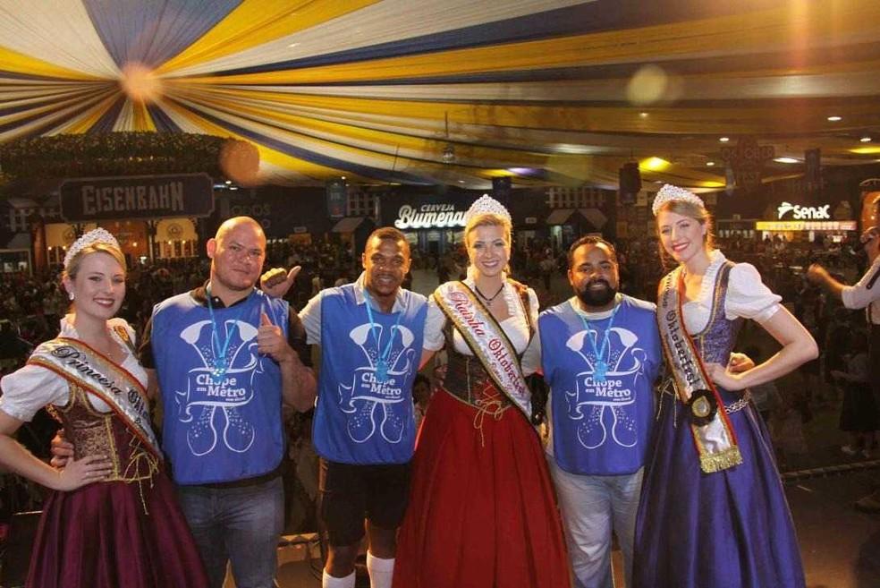 Vencedor do concurso de chope, Siollo, é o primeiro da esquerda para direita — Foto: Divulgação